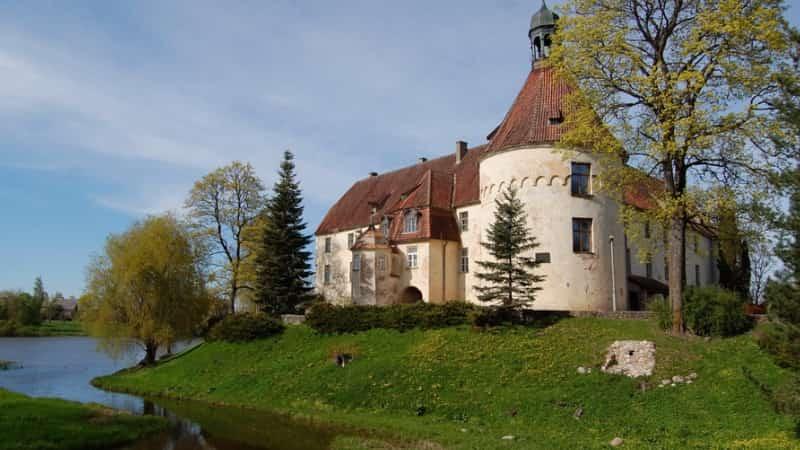 Замок Яунпилс в Латвии