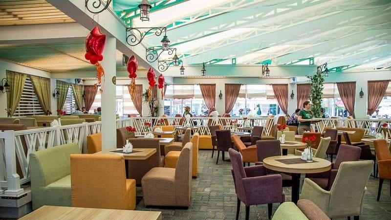 Интерьер в кафе Ласковый берег в Анапе
