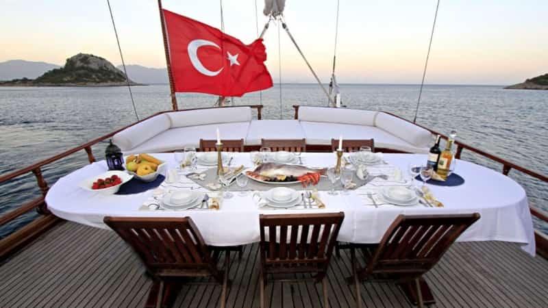Романтическая прогулка на яхте в Турции