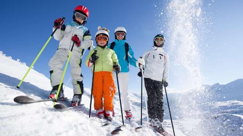 Катание на лыжах с детьми